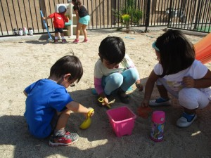group sand play